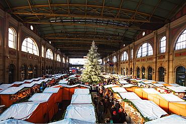Christmas market at Zurich train station, Zurich, Switzerland, Europe