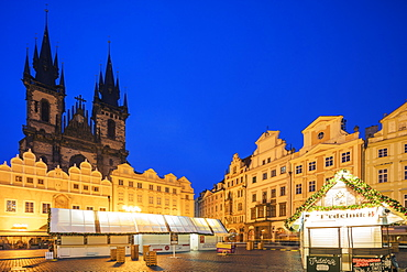Christmas market in Old Town Square and Church of Our Lady Before Tyn, Old Town, UNESCO World Heritage Site, Prague, Czech Republic, Europe