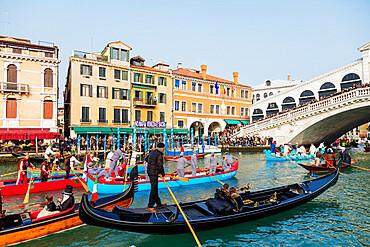 Venice Carnival, opening day parade on the Grand Canal at Rialto Bridge, Venice, UNESCO World Heritage Site, Veneto, Italy, Europe