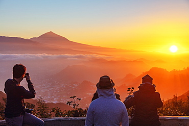 Pico del Teide, 3718m, the highest mountain in Spain, at sunset, Teide National Park, UNESCO World Heritage Site, Tenerife, Canary Islands, Spain, Atlantic, Europe