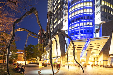 Mori Tower building, Manan spider sculpture, Roppongi Hills, Roppongi, Tokyo, Japan, Asia