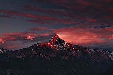 Machapuchare (Machhapuchhre) (Fish Tail) mountain, in the Annapurna Himal of north central Nepal, Nepal, Himalayas, Asia