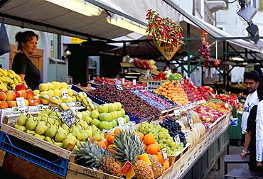 Fruit stall, market Via Goethe, Plaza delle Erbe, Bolzano, Dolomites, Alto Adige, Italy, Europe