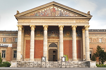 Mucsarnok Palace of Art (Museum of Fine Arts) (Kunsthalle), Hosok Tere (Heroes Square), Budapest, Hungary, Europe