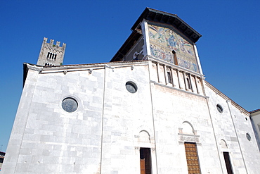 San Frediano facade, Lucca, Tuscany, Italy, Europe