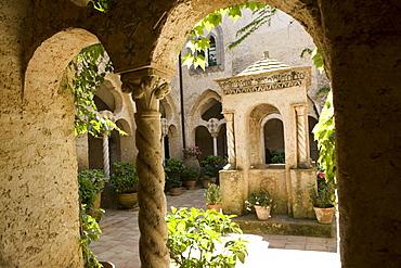Cloister at Villa Cimbrone, Ravello, Campania, Italy, Europe