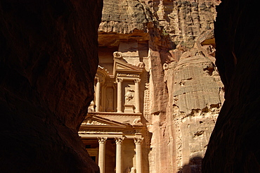 The Treasury (Al Khazneh) (El Khazneh) (Al Khazna), at the end of the Siq, Petra, UNESCO World Heritage Site, Jordan, Middle East