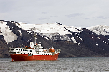 Antarctic Dream ship, Telephone Bay, Deception Island, South Shetland Islands, Antarctica, Polar Regions