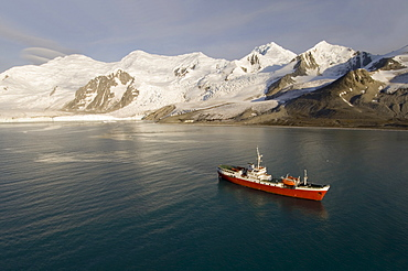 Antarctic Dream ship, False Bay, Livingston Island, South Shetland Islands, Antarctica, Polar Regions