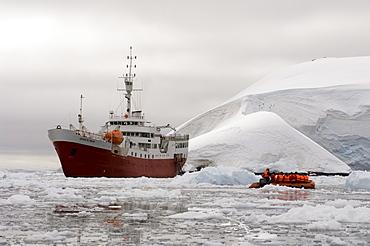 Antarctic Dream ship, Paradise Bay, Antarctic Peninsula, Antarctica, Polar Regions