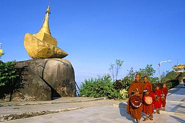 Buddhist monks collecting food, Kyaiktiyo Pagoda (Golden Rock Pagoda), Mon State, Myanmar (Burma), Asia