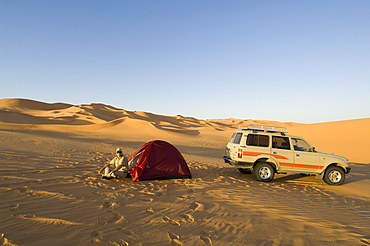 Tent and  SUV in desert, Erg Awbari, Sahara desert, Fezzan, Libya, North Africa, Africa