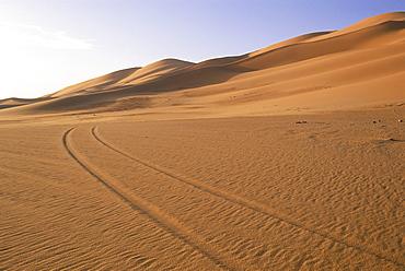Vehicle tracks and sand dunes, Erg Murzuq, Sahara Desert, Fezzan, Libya, North Africa, Africa