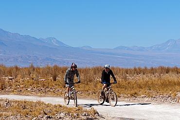 Mountain biking, Laguna Sejar, Salar de Atacama, Atacama Desert, Chile, South America