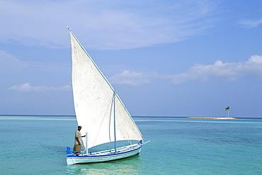 Dhoni and sandbar, Lankanfushi Island, North Male Atoll, Maldives, Indian Ocean, Asia