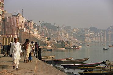 View along the ghats by the River Ganges (Ganga), Varanasi (Benares), Uttar Pradesh state, India, Asia