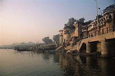Ghats along the River Ganges (Ganga), Varanasi (Benares), Uttar Pradesh state, India, Asia