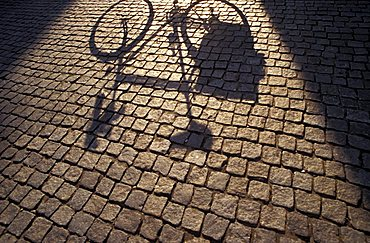 Bicycle's shadow, Biking around Italy