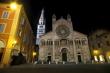 Ghirlandina tower and the Cathedral, Modena, Emilia Romagna, Italy