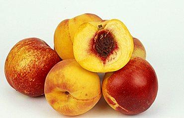 Peaches, Italy