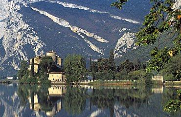 Lake and castle, Toblino, Trentino Alto-Adige, Italy