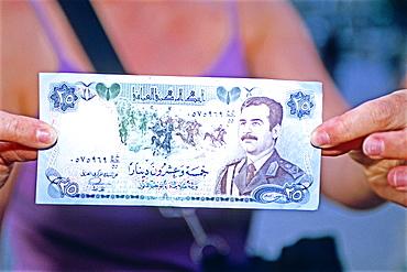 Iraqi banknote with Saddam effigy, Iraq, Middle East