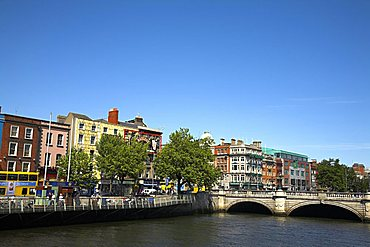 O'Connell bridge spanning the River Liffey, Dublin, Republic of Ireland, Europe