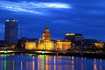 The Custom House at night, Dublin, Republic of Ireland, Europe