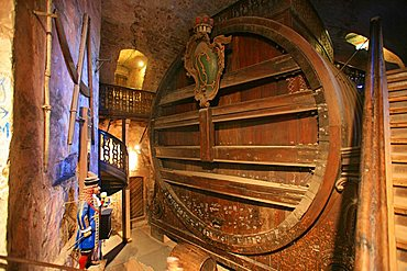 The biggest wine barrel in the world, Castle, Heidelberg, Baden-Wurttemberg, Germany, EuropeChristkindlesmarkt