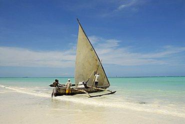 Fishing boat on the Indian Ocean, Zanzibar, United Republic of Tanzania, Africa
