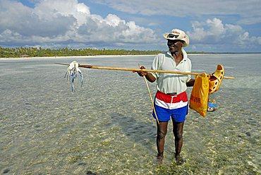 Crab fisherman, Zanzibar, United Republic of Tanzania, Africa