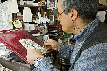 Carving, Ostuni typical stone, Bottega d'Arte studio, Ostuni, Puglia, Italy