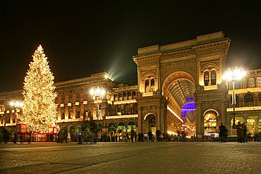 Duomo square and Vittorio Emanuele II gallery, Milan, Lombardy, Italy, Europe