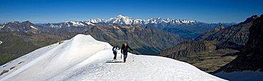 Gran Paradiso Glacier, Valsavarenche, sullo sfondo il Monte Bianco, Valle d'Aosta, Italy