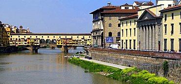 Arno river and Ponte Vecchio bridge, Florence, Tuscany, Italy, Europe, UNESCO World Heritage Site