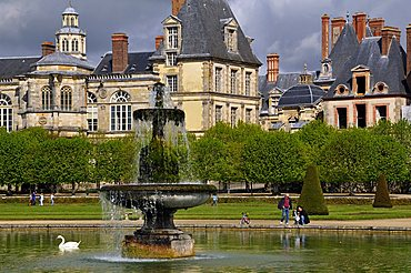 The Palace of Fontainebleau and the garden, Seine-et-Marne, Ile-de-France, France, Europe