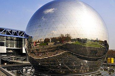 La Geode, Cite des Sciences et de l'Industrie, Parc de la Villette, Paris, Ile-de-France, France, Europe