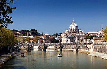 Tevere river and San Pietro dome, Rome, Lazio, Italy, Europe