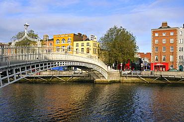 Ha'penny Bridge on Liffey river, Dublin, Republic of Ireland, Europe