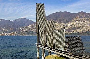Il segno dell'acqua sculpure by Franca Ghitti, Iseo lake, Italy