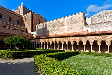 Cloister, Cattedrale di Santa Maria Nuova cathedral, Monreale, Sicily, Italy, Europe