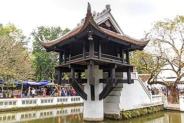 Tourists visiting the One Pillar Pagoda, Hanoi, Vietnam, Indochina, Southeast Asia, Asia
