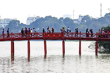 People walking on the Huc Bridge over the Hoan Kiem Lake, Hanoi, Vietnam, Indochina, Southeast Asia, Asia