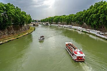 Boat trip, Sisto bridge, Tiber river, Rome, Lazio, Italy, Europe