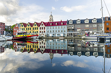 Peninsula Tinganes with old town, government district and the western harbour. Torshavn (Thorshavn) the capital of the Faroe Islands on the island of Streymoy in the North Atlantic, Denmark, Northern Europe