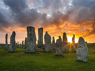 Standing Stones of Callanish (Callanish 1) on the Isle of Lewis in the Outer Hebrides. The megalithic monument is cross shaped with a central ring of stones and was buildt between 2900 and 2600 BC. It is probably oriented towards the moon not the sun. Europe, Scotland, July