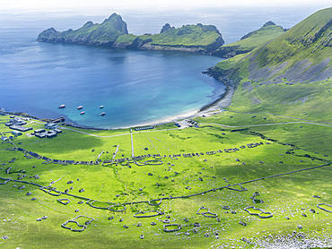 The islands of St Kilda archipelago in Scotland. Island of Hirta with village bay and the settelment abondoned 1930. It is one of the few places worldwide to hold joint UNESCO world heritage status for its natural and cultural qualities. Europe, Scotland, St. Kilda, July