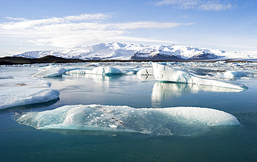 The glacial lagoon Joekulsarlon with glacier Breithamerjoekull in the Vatnajoekull NP.  In the background is peak Oeraefajoekull, the highst mountain in Iceland. europe, northern europe, iceland,  February