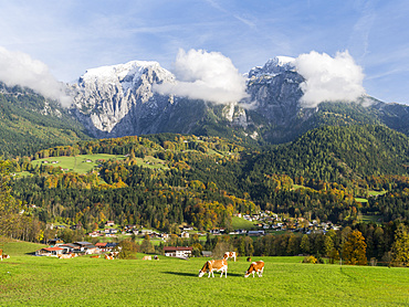 View from Schoenau towards Mt. Hoher Goell in the NP Berchtesgaden during fall . Europe, Central Europe, Germany, Bavaria, October