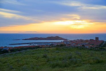 Isola Rossa (Red Islet) in the background the Asinara Island, Trinità d'Agultu, Sardinia, Italy, Europe